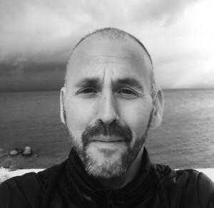 Svein Øverland er psykolog med spesialitet i barne- og ungdomspsykologi og med videreutdanning i rettspsykiatri. Svein er leder av den nasjonale fagenheten for tvungen omsorg, rådgiver for Forvaringsavdelingen og spesialrådgiver for Politiet. Han har gitt ut to bøker, skrevet kapitler i flere og skrevet en rekke artikler i ulike tidsskrift. Han var i mange år redaktør i Sexologi.