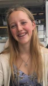 Åsne Hella (20) går første året på profesjonsstudiet i psykologi ved NTNU. Hun var med i styret i Psykologidagene 2019 som «alt mulig»-person. Foto: privat